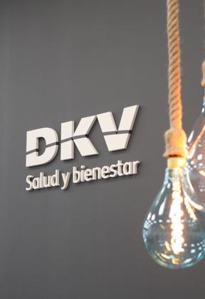 Rótulo de la oficina DKV Seguros en Elche