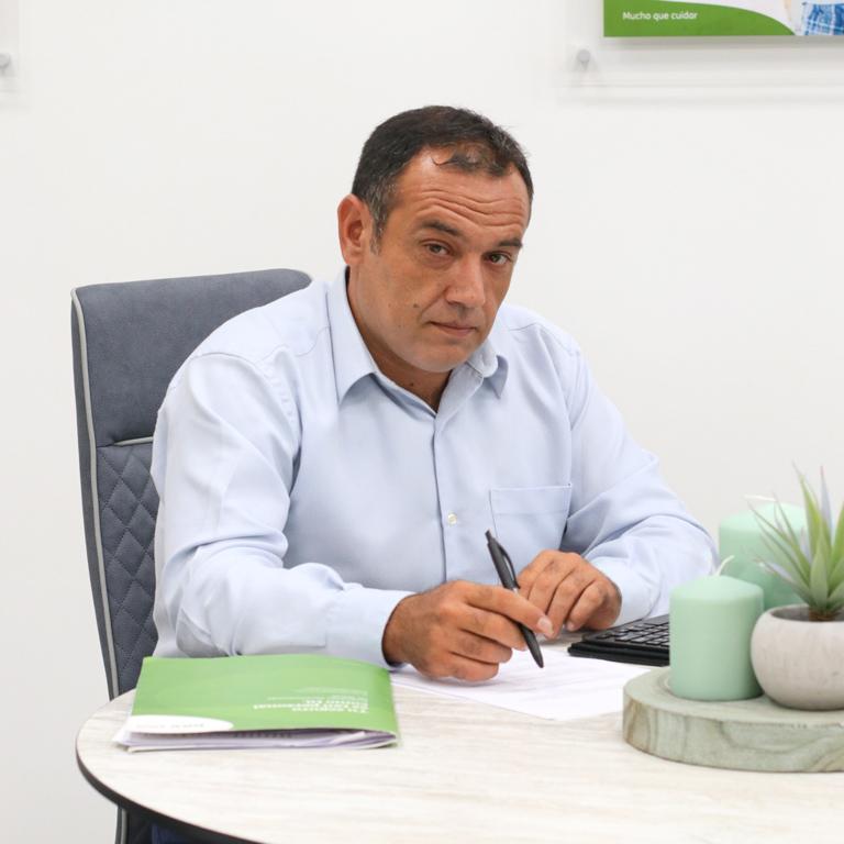 Jesús Calero, trabajador del equipo DKV en la oficina de Orihuela